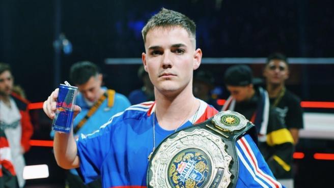 Bnet termina el camino del éxito y se corona campeón del mundo en la Batalla de Gallos