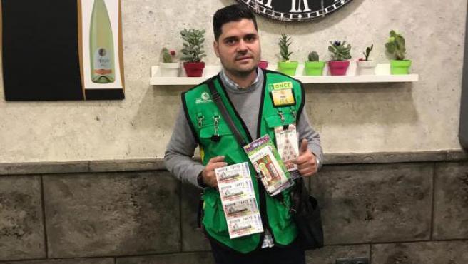 Jorge Juan Buendía, el vendedor de la ONCE que ha llevado la suerte a la localidad de Socuéllamos (Ciudad Real).