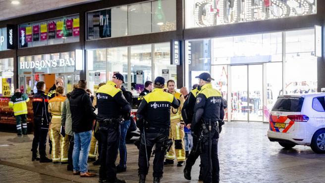 La Policía en el lugar del ataque en La Haya.