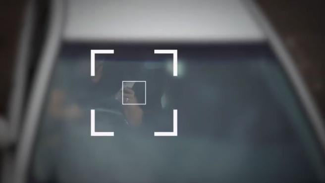Imagen captada por una cámara especializada en detectar el uso del móvil al volante en Australia.