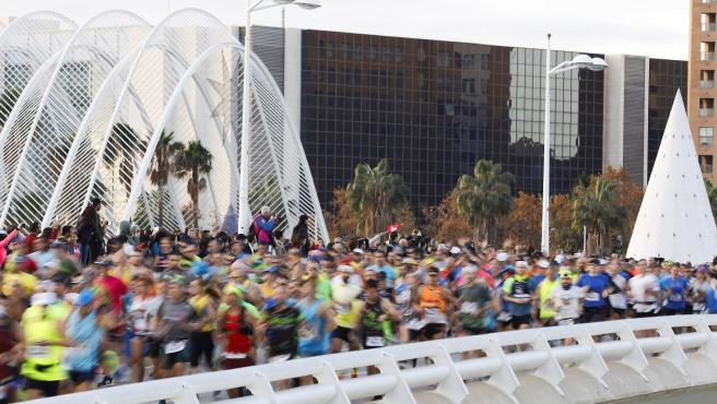 Los corredores del Maratón de Valencia.