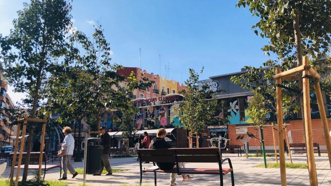 La plaza de Rojas Clemente ha pasado de aparcamiento a zona verde tras su reurbanización.