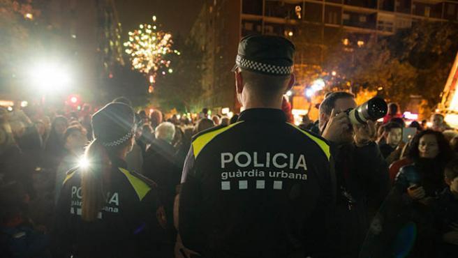 Agentes de la Guardia Urbana de Barcelona en un acto navideño en Barcelona