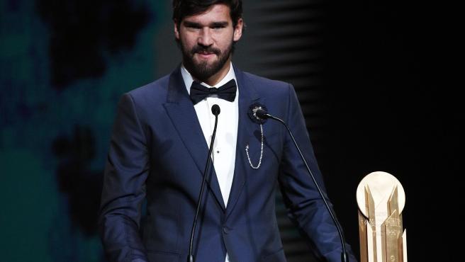 Alisson Becker, portero del Liverpool, ganó el primer Premio Yashin al mejor cancerbero del año, en honor a la 'Araña Negra'.