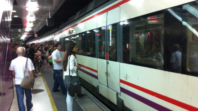 Cercanías en Barcelona. Rodalies de Catalunya. Estación de Pl.de Catalunya. Renfe. Adif. Transporte Público (archivo)