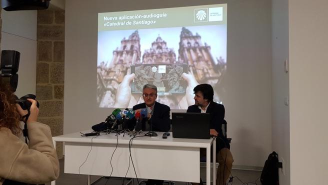 Daniel Lorenzo y Jaime Solano en la presentación de la audioguía interactiva de la Catedral de Santiago