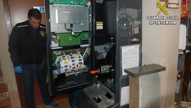 Las actuaciones del grupo criminal consistían en el destrozo de máquinas recreativas de establecimientos para sustraer su recaudación