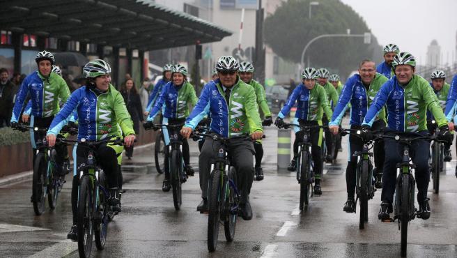 """Llegada al recinto ferial de Ifema, en Madrid, que acoge la Cumbre Mundial del Clima (COP25), de los 25 ciclistas participantes en la ruta en bicicleta """"Moving for the Climate Now (Muévete por el clima ahora)""""."""