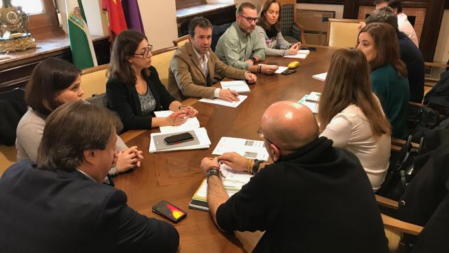 Reunión de las concejalías que se van a coordinar para ofrecer alternativas de ocio saludable dirigdas a la juventud