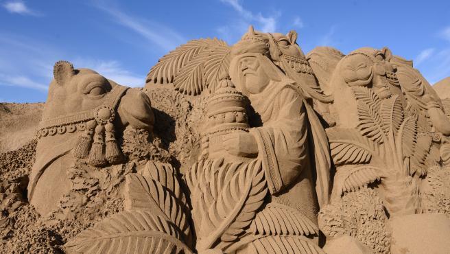 Una de las escenas del Belén de Arena en la playa de Las Canteras, en Las Palmas de Gran Canaria
