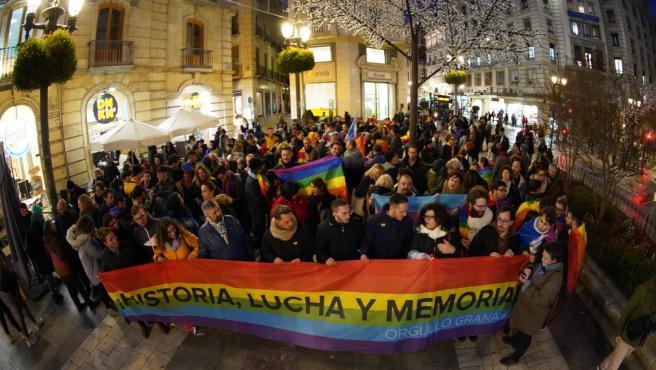 Concentración contra el repintado en negro de semáforos de Granada