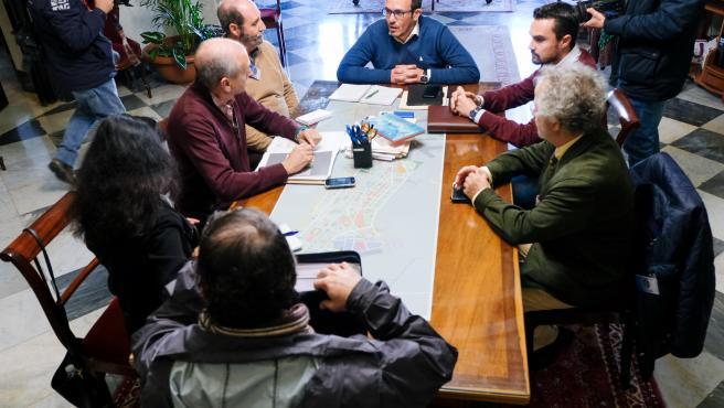 El alcalde de Cádiz reunido con la plataforma ciudadana Valcárcel Universitaria