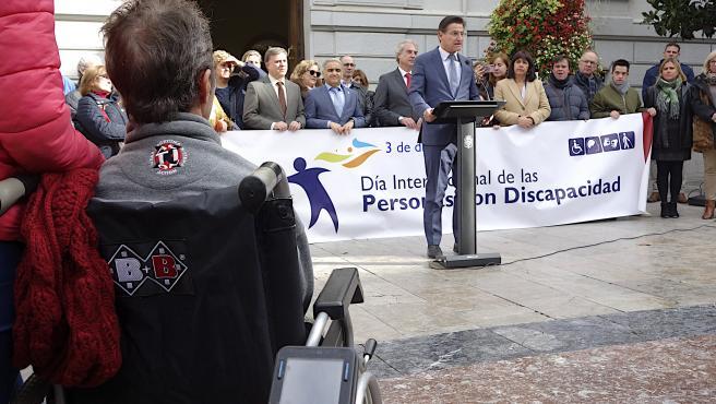 El alcalde de Granada, Luis Salvador, en el acto del Día Internacional de las Personas con Discapacidad