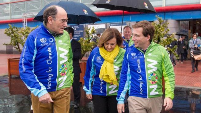 El alcalde de Madrid, José Luis Martínez Almeida recibe a los ciclistas que acuden a la COP25.