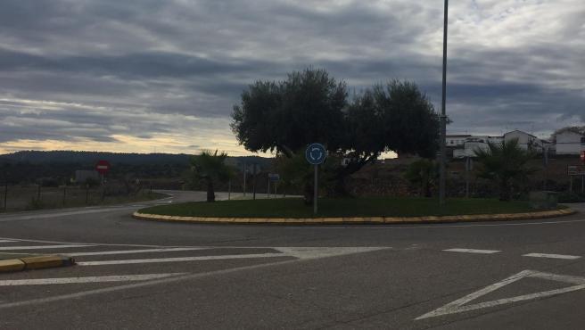Glorieta en la que intervendrá la Junta de Andalucía, a la entrada de Adamuz (Córdoba).