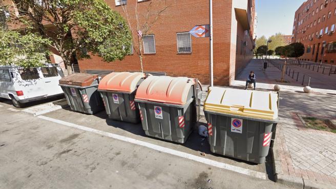 Imagen de los cubos de basura donde ocurrió el suceso.