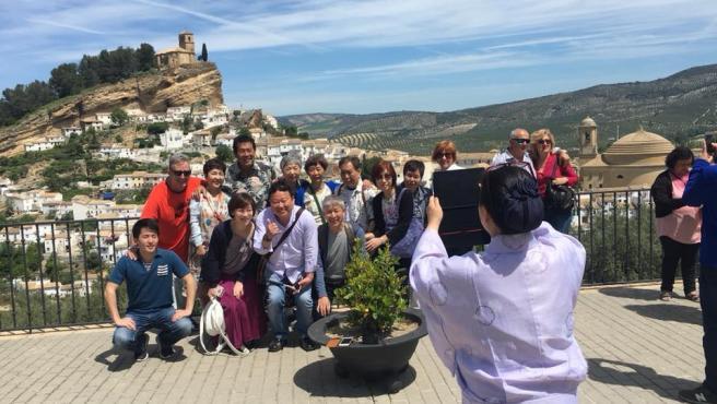 Imagen de un grupo de japoneses en Montefrio