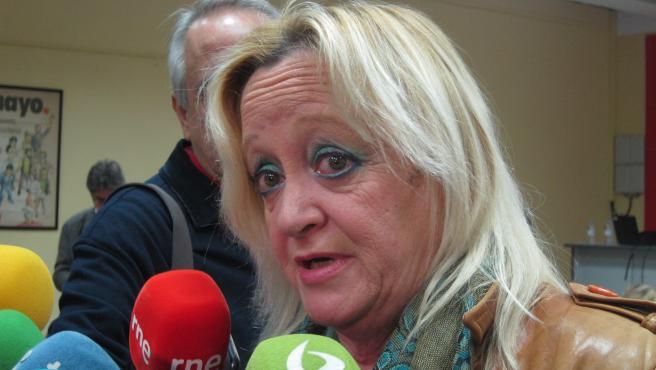 La secretaria general de CCOO Extremadura, Encarna Chacón, atiende a los medios en Badajoz