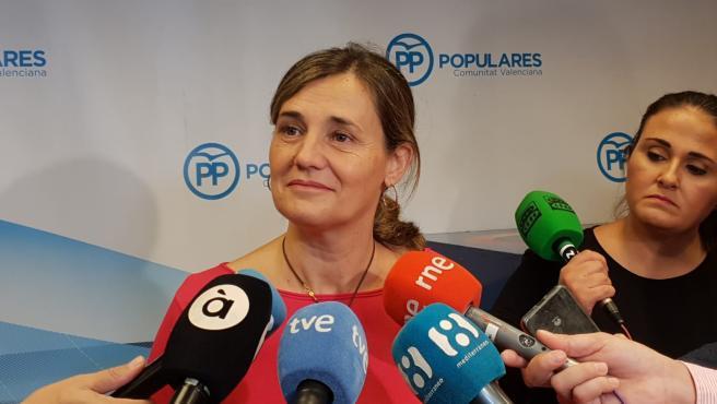 La vicesecretaria general del Partido Popular de la Comunitat Valenciana, Elena Bastidas, atiende a los medios en imagen de archivo
