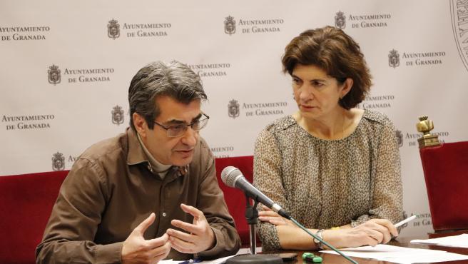 Los concejales de Podemos-IU en Granada Antonio Cambril y Elisa Cabrerizo