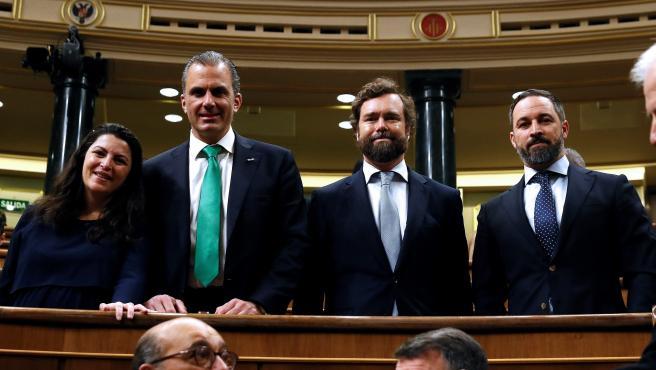Los diputados de Vox, Javier Ortega Smith, Ivan Espinosa de los Monteros y Santiago Abascal, en los escaños del Congreso, donde comienza la XIV Legislatura.