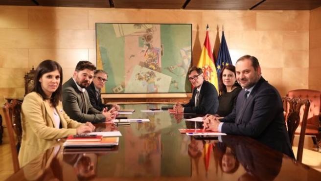 Los equipos negociadores de PSOE y ERC reunidos este martes por segunda vez.