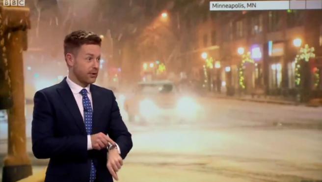 Tomasz Schafernaker, en el momento en el que se activa Siri en la BBC Weather.