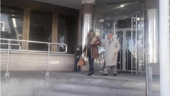 Vicente Moreda a la salida de los juzgados de Plaza de Castilla tras el juicio contra su nieta por okupar su casa en Madrid.