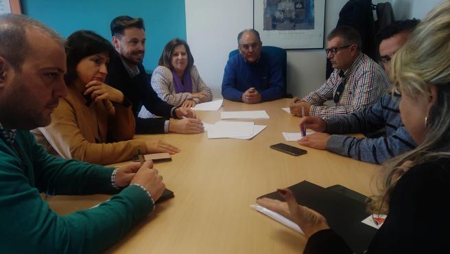 Imagen de la reunión entre los parlamentarios andaluces socialistas y los alcaldes del Poniente de Granada