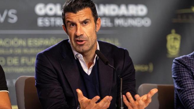 Luis Figo fue uno de los encargados de presentar este jueves el partido benéfico entre leyendas mundiales del fútbol y leyendas españolas que se disputará el próximo 21 de diciembre en el Wanda Metropolitano.