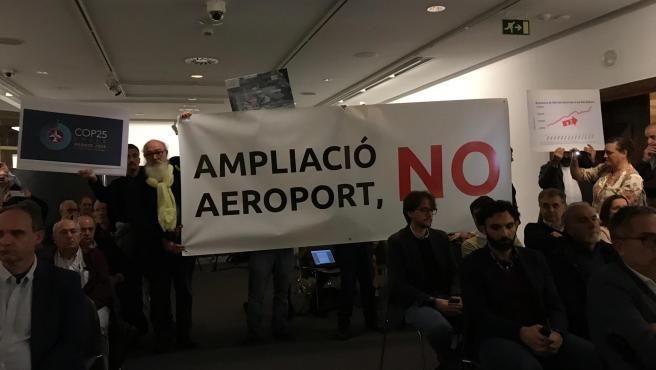 Activistas irrumpen en una conferencia con motivo del COP25 en Palma