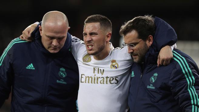 Hazard se lesionó en el partido ante el PSG