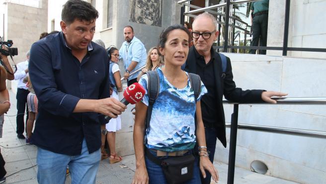 Patricia Ramírez (c), madre del niño Gabriel Cruz, sale de la Audiencia Provincial de Almería, tras la segunda sesión del Juicio contra Ana Julia Quezada.