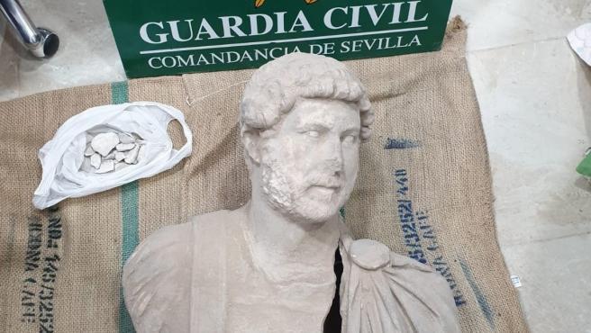 Busto del emperador Adriano del siglo II recuperado por la Guardia Civil en Écija (Sevilla) y expoliado en Santaella (Córdoba)