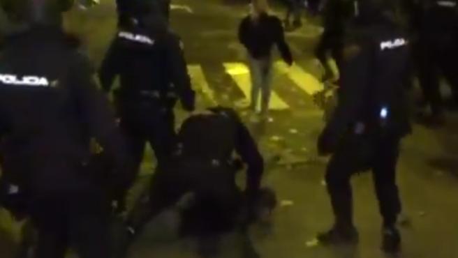 Cargas policiales contra unos encapuchados infiltrados en la manifestación por el Clima.
