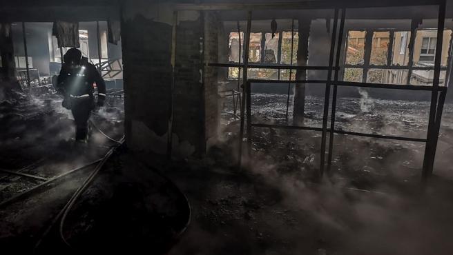 Incendio en la antigua cristalería Rodríguez, en San Andrés del Rabanedo (León).