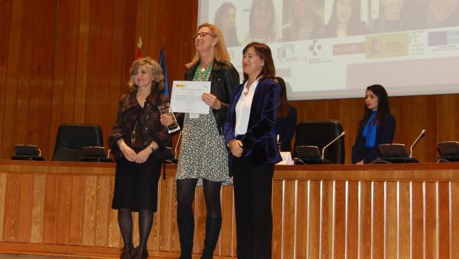 La investigadora Idoia Labayen flanqueada por la ministra de Sanidad, Consumo y Bienestar Social, Mª Luisa Carcedo, y la directora ejecutiva de la AESAN, Marta García Pérez.