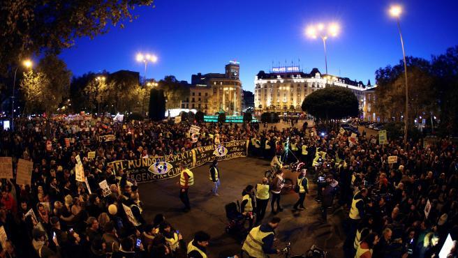 """Vista general de la gran """"Marcha por el Clima"""" convocada por organizaciones Alianza por el Clima, Emergencia Climática Ya y Ecologistas en Acción, este viernes en Madrid"""