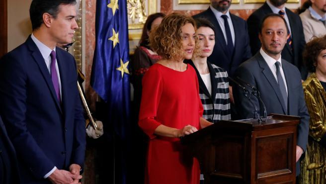 La presidenta del Congreso, Meritxell Battet (c), durante su intervención en el Congreso con motivo de la celebración del Día de la Constitución.