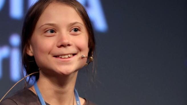 La activista Greta Thunberg sonríe durante la rueda de prensa que ha ofrecido en la Casa Encendida de Madrid.