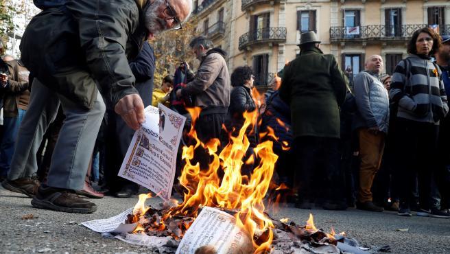 Uno de los ejemplares quemados de la Constitución.