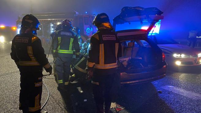 Una persona ha muerto en la madrugada de este domingo como consecuencia de un choque frontal causado por un vehículo que circulaba en sentido contrario en el kilómetro 22 de la A-5, a la altura de la localidad madrileña de Móstoles.