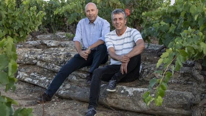 Autores del lbrio 'Vinos Silenciosos' Antonio Remesal Villar y Alberto Gil