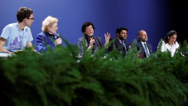 """La ministra de Educación en funciones, Isabel Celaá (3i), durante su participación este lunes en el acto """"Niños y jóvenes ante el cambio climático"""""""