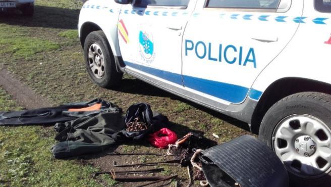 La Policía Autonómica y Gardacostas intervienen percebe extraído de forma furtiva en A Coruña.