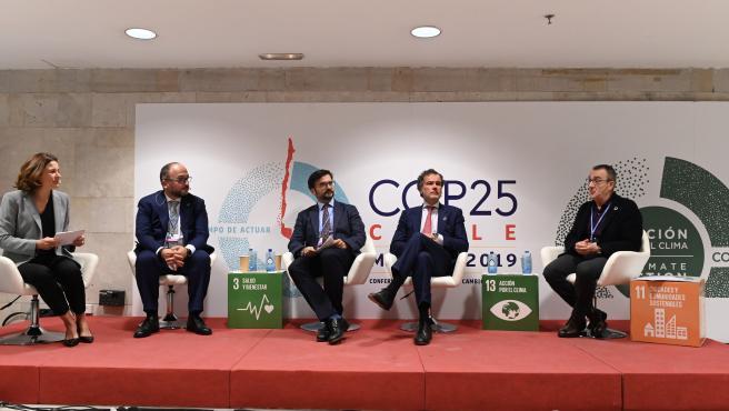 El director de Regulación de Endesa, Juan José Alba, participa en la mesa redonda sobre 'Descarbonización en las islas'.