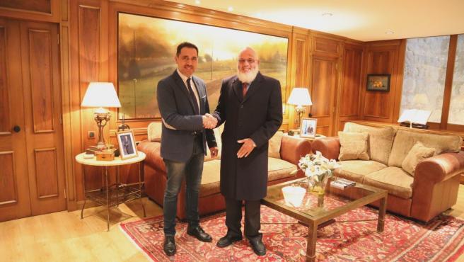 El presidente del Parlamento Jesús Maria García reunido con el delegado saharui Abdalahe Hamad Ahmed