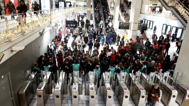Imagen del caos por la huelga indefinida en el transporte público en Francia.