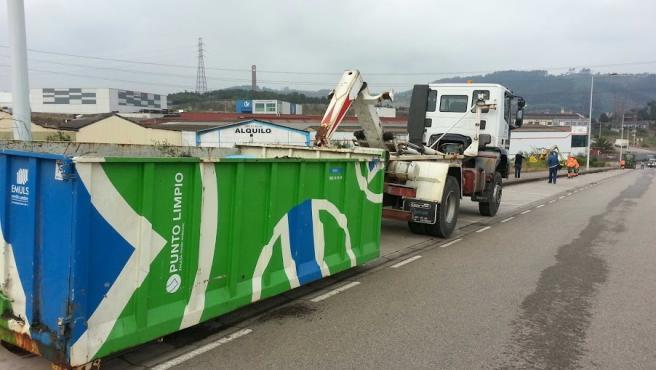 Imagen de archivo de un contenedor del Punto Limpio de la Empresa Municipal de Servicios de Medioambiente Urbano de Gijón (Emulsa)