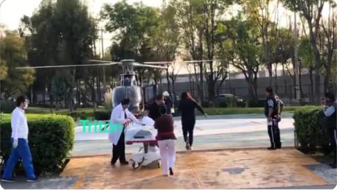 Imagen del momento en el que trasladan en helicóptero a la madre y su hijo.